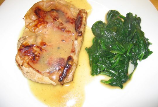 Image: Saltimbocca av svin med vinsaus og smørstekt spinat