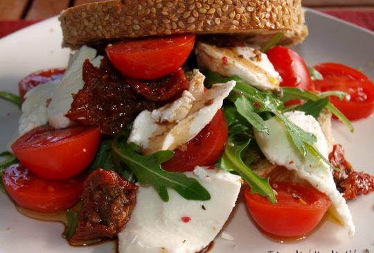 Image: Øyansmørbrød med tomat, mozzarella og rucculasalat