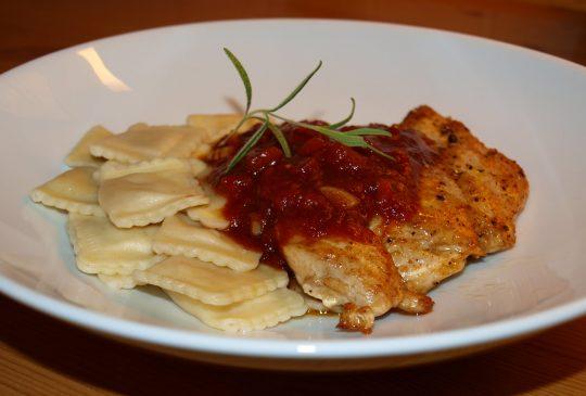 Image: «Fast food» – Kylling og ravioli med tomatbalsamicosaus