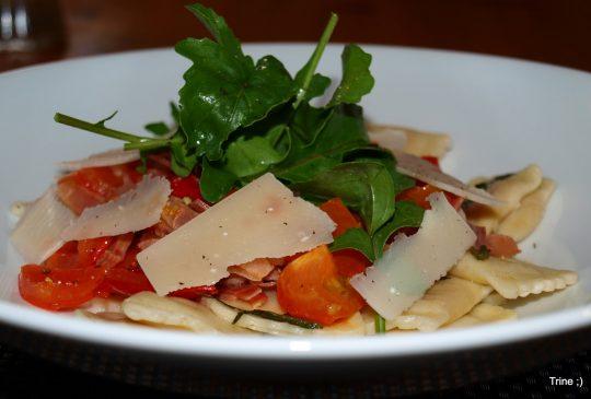 Image: «Fast-food» – Ravioli med tomat, parmaskinke og basilikum