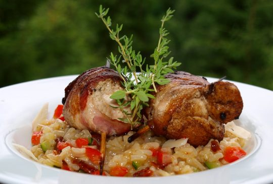 Image: Kyllingspyd med bacon på risottoseng