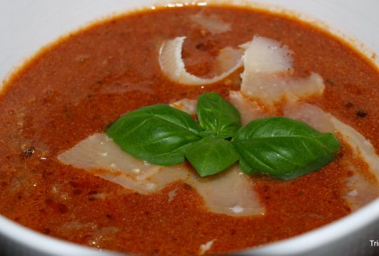 Image: Rask tomatsuppe med kjøttboller og parmesan