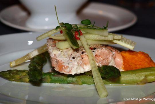 Image: Kryddergrønn Salmalaks med asparges og gulrotpurè