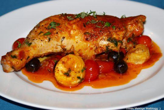 Image: Italiensk kyllingsautè med artisjokker, cherrytomater og oliven