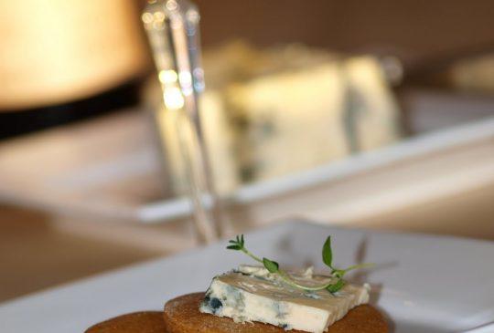 Image: Julevask med noe godt underveis og etterpå – pepperkaker med blåmuggost og portvin
