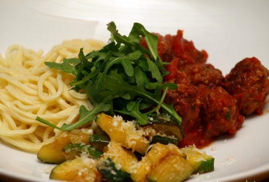 Image: Spicy kjøttboller med tomatsaus, squash og pasta