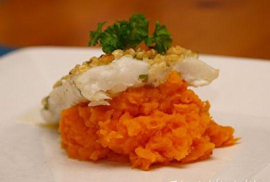 Image: Ovnsbakt torsk med pinjekjerner og søtpotetmos