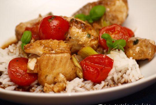 Image: Ovnsbakt torsk med vårløk og cherrytomater – i «brun» saus