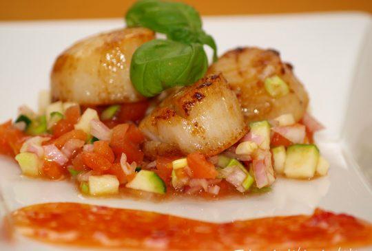 Image: Kamskjell med tomatsalsa og sweet chilisauce
