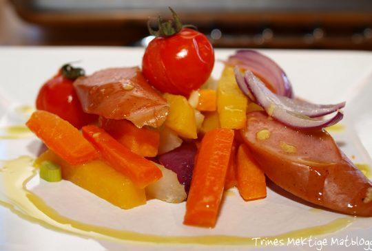 Image: Ovnsbakte pølser og rotgrønnsaker med sennepsvinaigrette