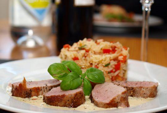 Image: Svinefilet med baconris og cognac-saus