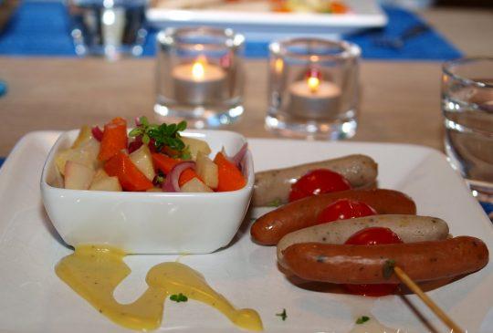 Image: Pølsespyd og glasserte rotgrønnsaker med sennepsvinaigrette