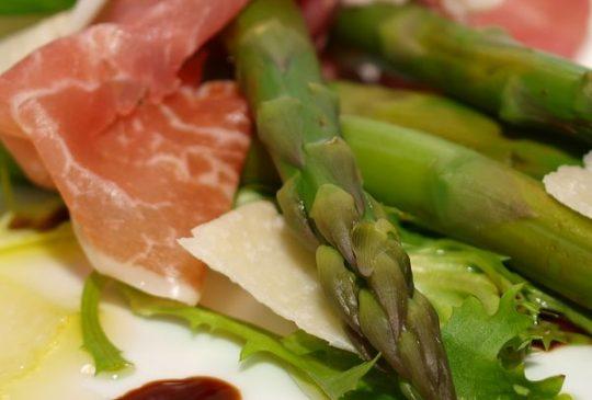 Image: Asparges med parmaskinke og parmesan