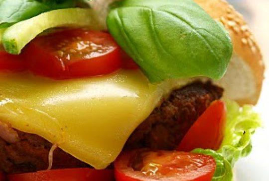 Image: Cheeseburger med chorizo og chilikrem