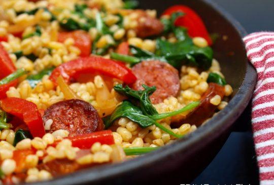 Image: Lun bulgursalat med chorizo, paprika og spinat