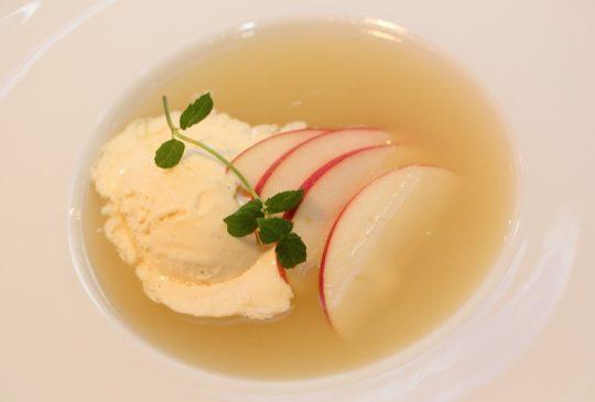 Image: Eplesuppe med vaniljeis