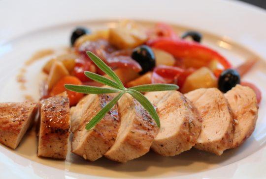 Image: Kyllingform med rotgrønnsaker og rosmarin