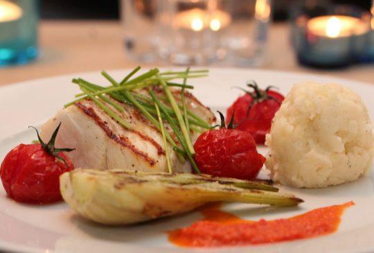 Image: Grillet torsk med paprikavinaigrette, fennikel og bakte tomater