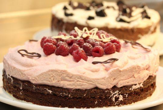 Image: Sjokoladekake med bringebærkrem til Anines navnefest