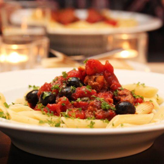 Image: «Pasta alla puttanesca» med kjøttboller