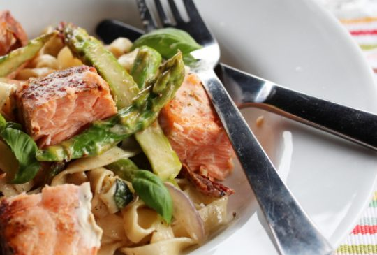 Image: Kremet pasta med laks og asparges