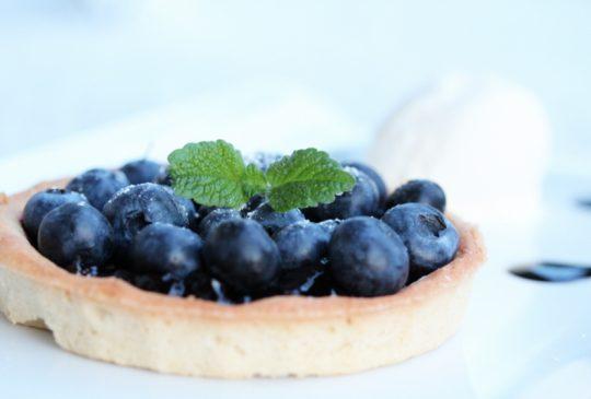 Image: Blåbærterter med vaniljeis og balsamicokrem
