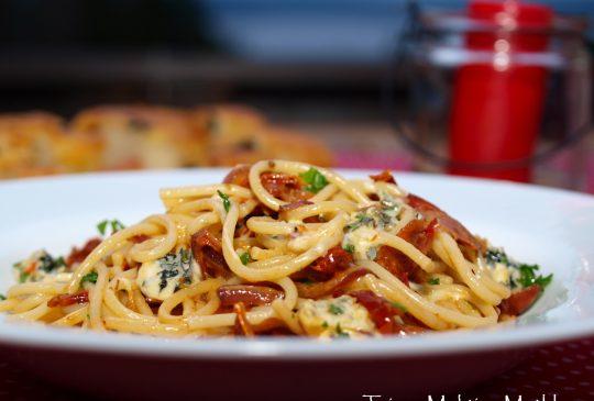 Image: Pasta linguine med gorgonzola og prosciutto crudo