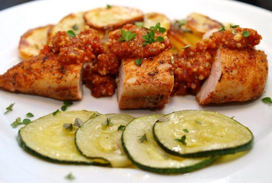 Image: Kylling med rød pesto, stekt squash og timianpoteter