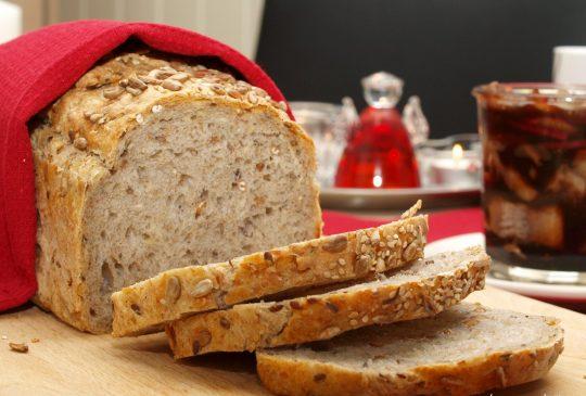 Image: Mellomgrovt brød med hele speltkorn og solsikkekjerner