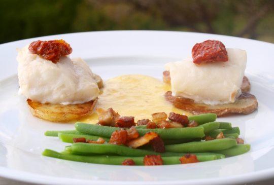 Image: Ovnsbakt torsk med aspargesbønner, bacon og pepperrotsaus