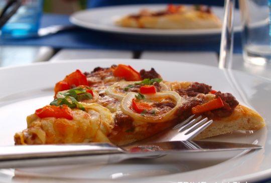 Image: Hje-je-je hjemmelaget pizza med kjøttdeig, løk og ost