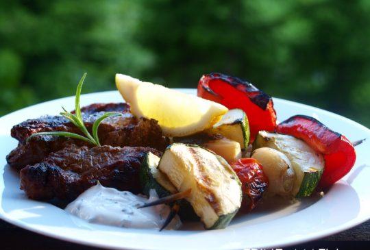 Image: Grillet entrecôte med grønnsaksspyd og basilikumcouscous