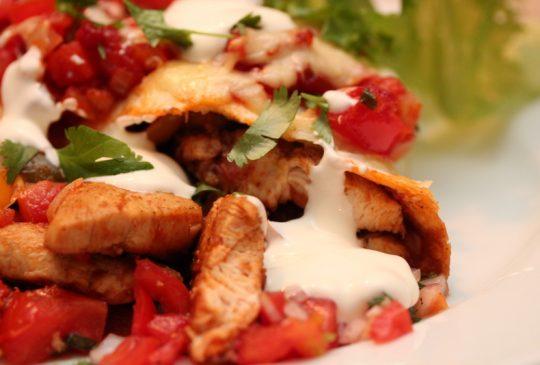Image: Kylling enchiladas med chili- og limesalsa