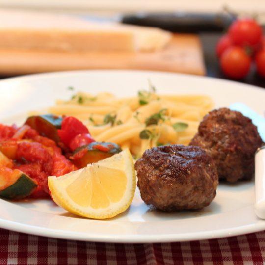 Image: Kjøttboller med ratatouille og pasta