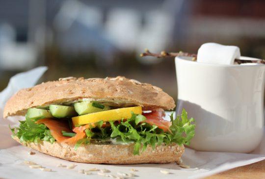 Image: Sandwich med røkt laks og agurk