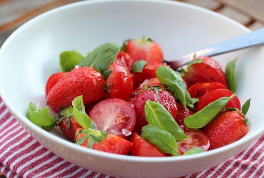 Image: Jordbær- og tomatsalat