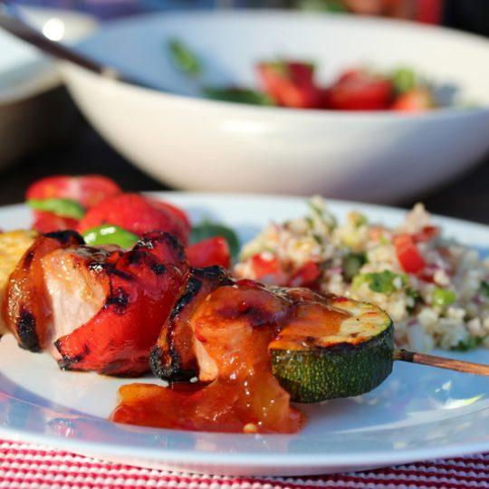 Image: Grillspyd med svinefilet, aprikos og hot mangosaus