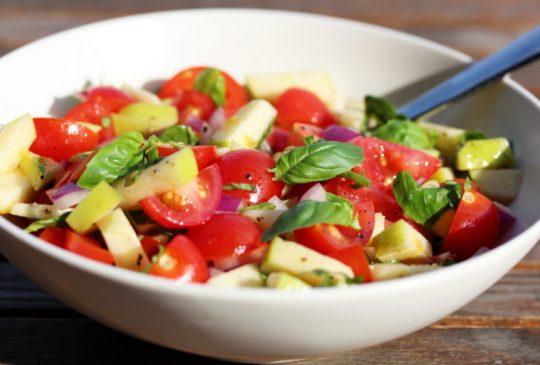 Image: Tomatsalsa med eple og basilikum