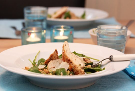 Image: Squashsalat med kylling, perlespelt og basilikumpesto