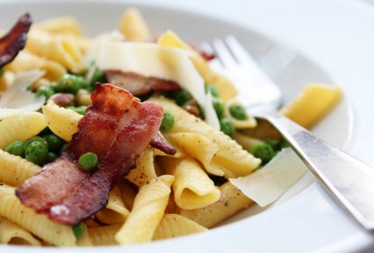 Image: Pasta med erter, bacon, sitron og parmesan
