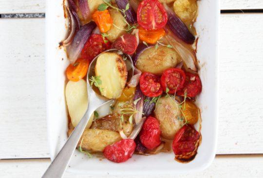 Image: Varm potetsalat med tomater, løk og timian