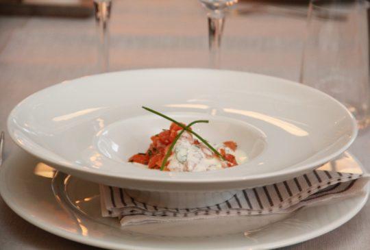 Image: Laksetartar med pepperrot og urtesaus