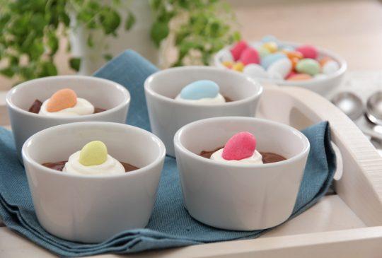 Image: Sjokolademousse med krem og påskeegg
